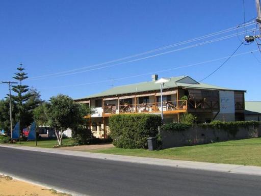 YHA Australia Hostels Hotel in ➦ Lancelin ➦ accepts PayPal