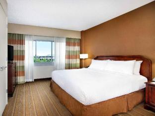 room of Embassy Suites Parsippany Hotel
