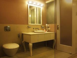 Ajanta Hotel New Delhi and NCR - Suite Room - Bathroom
