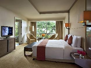 Swissotel Nai Lert Park Hotel guestroom junior suite
