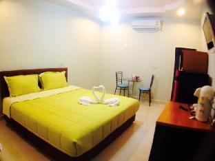 Rattana Resort guestroom junior suite