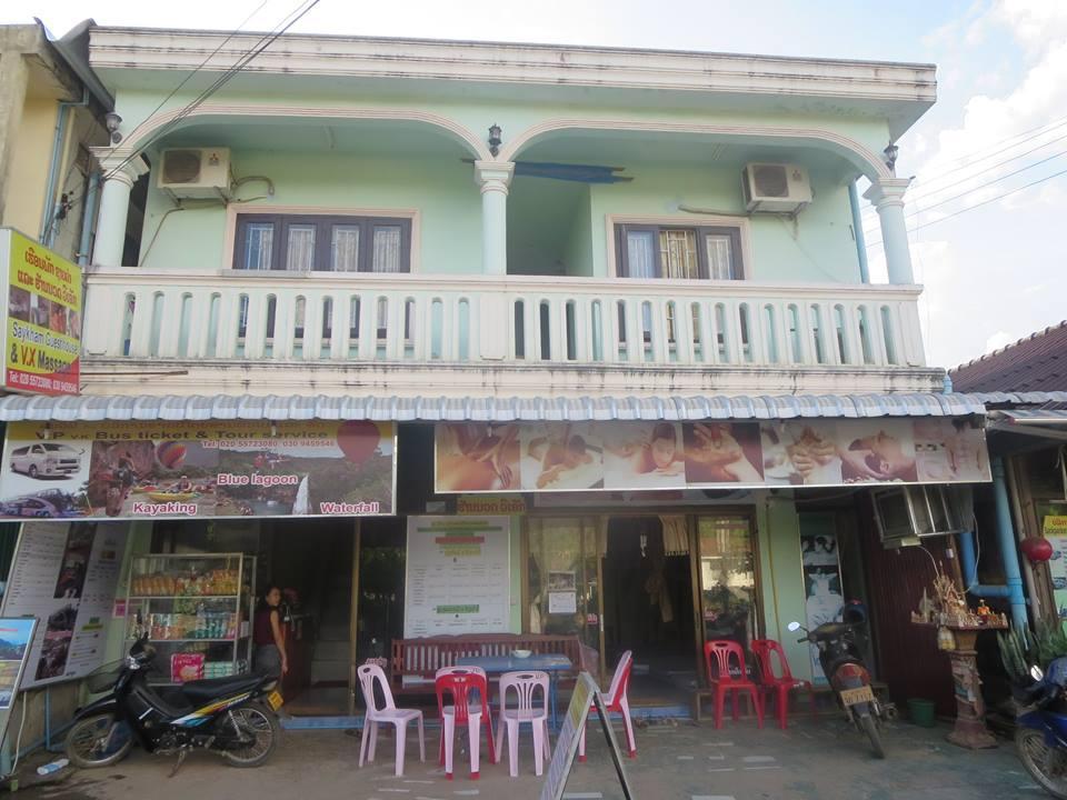 Xaiykham guesthouse vang vieng riverfront vang vieng for Domon guesthouse vang vieng