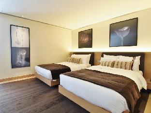 Hotel LKF By Rhombus (Lan Kwai Fong) guestroom junior suite