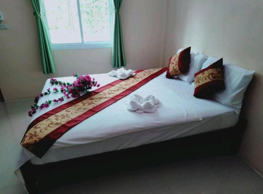 Khao Sok Leo Hostel