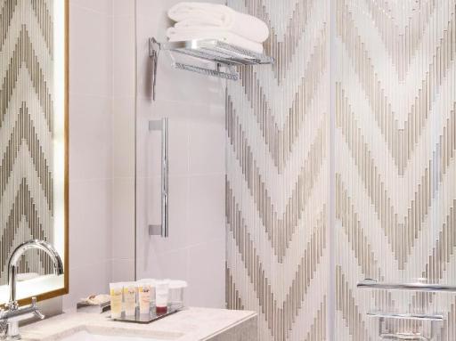 ➦  Accor Hotels    (Dubai) customer rating