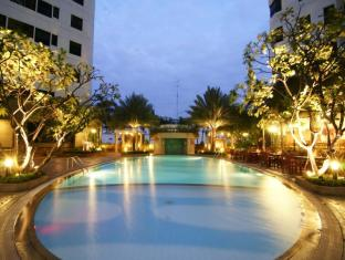 Grand Diamond Suites Hotel Bangkok - Swimming Pool