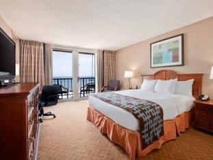 Front view of Hilton Myrtle Beach Resort