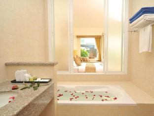 Kata Lucky Villa & Pool Access Phuket - Pool Access Bathroom