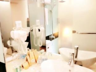 Royal Court Hotel Shanghai - Bathroom