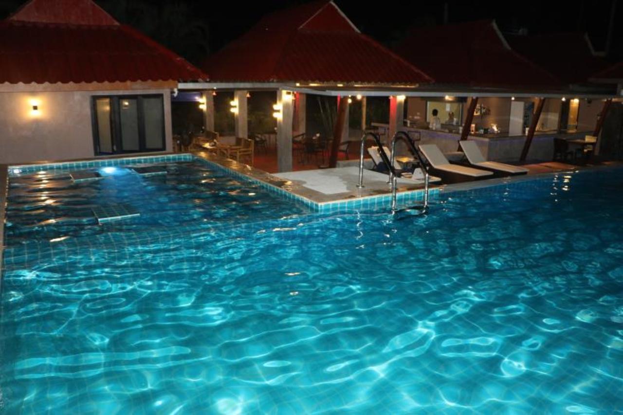บลู มิดไนท์ รีสอร์ท (Blue Midnight Resort)