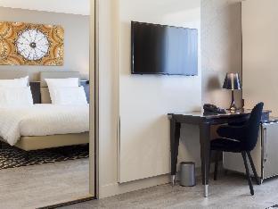 AC Hotel Paris Porte Maillot guestroom junior suite