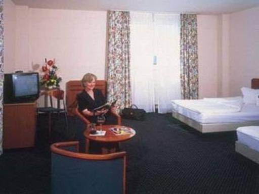 ➦  Arcadia Hotels    customer rating