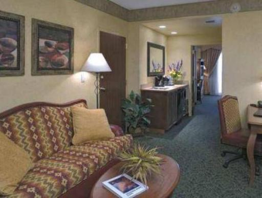 Embassy Suites by Hilton Albuquerque Hotel & Spa hotel accepts paypal in Albuquerque (NM)