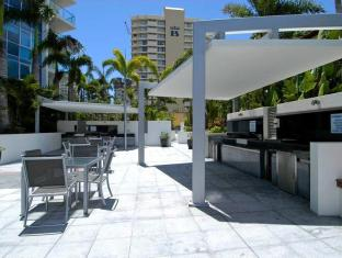 Artique Surfers Paradise Resort Gold Coast - Lunch at BBQ Area