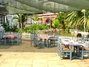Maria Rosa Resort North Goa - Poolside Restaurant
