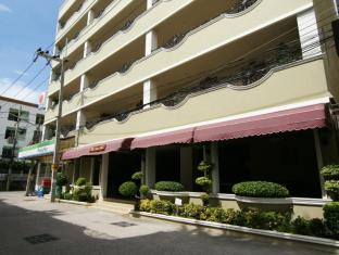 LK Royal Suite Hotel Pattaya - Standard room Building