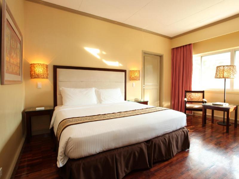 ウォーターフロント インシュラー ホテル ダバオ (Waterfront Insular Hotel Davao)