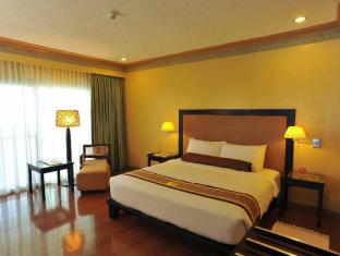 Waterfront Insular Hotel Davao Davao City - सुइट कक्ष