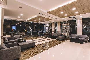 ロゴ/写真:Adelphi Suites Bangkok