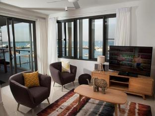 Seaview Waterfront Apartment