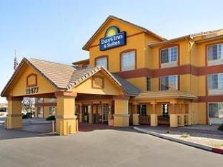 expedia Days Inn & Suites Surprise