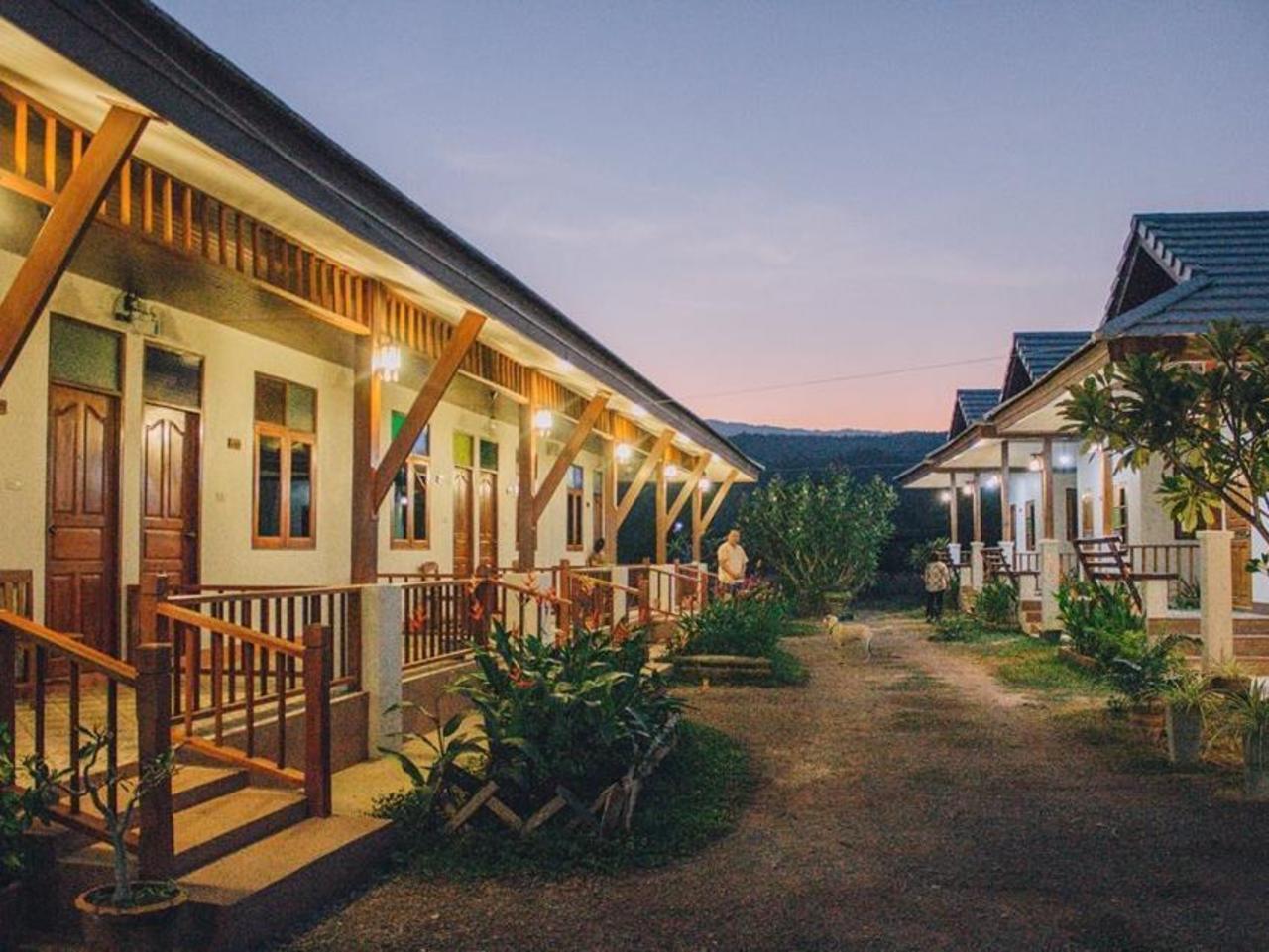 เฮือนฮักฮอด เดอะ รีสอร์ต (Huenhughod the resort)