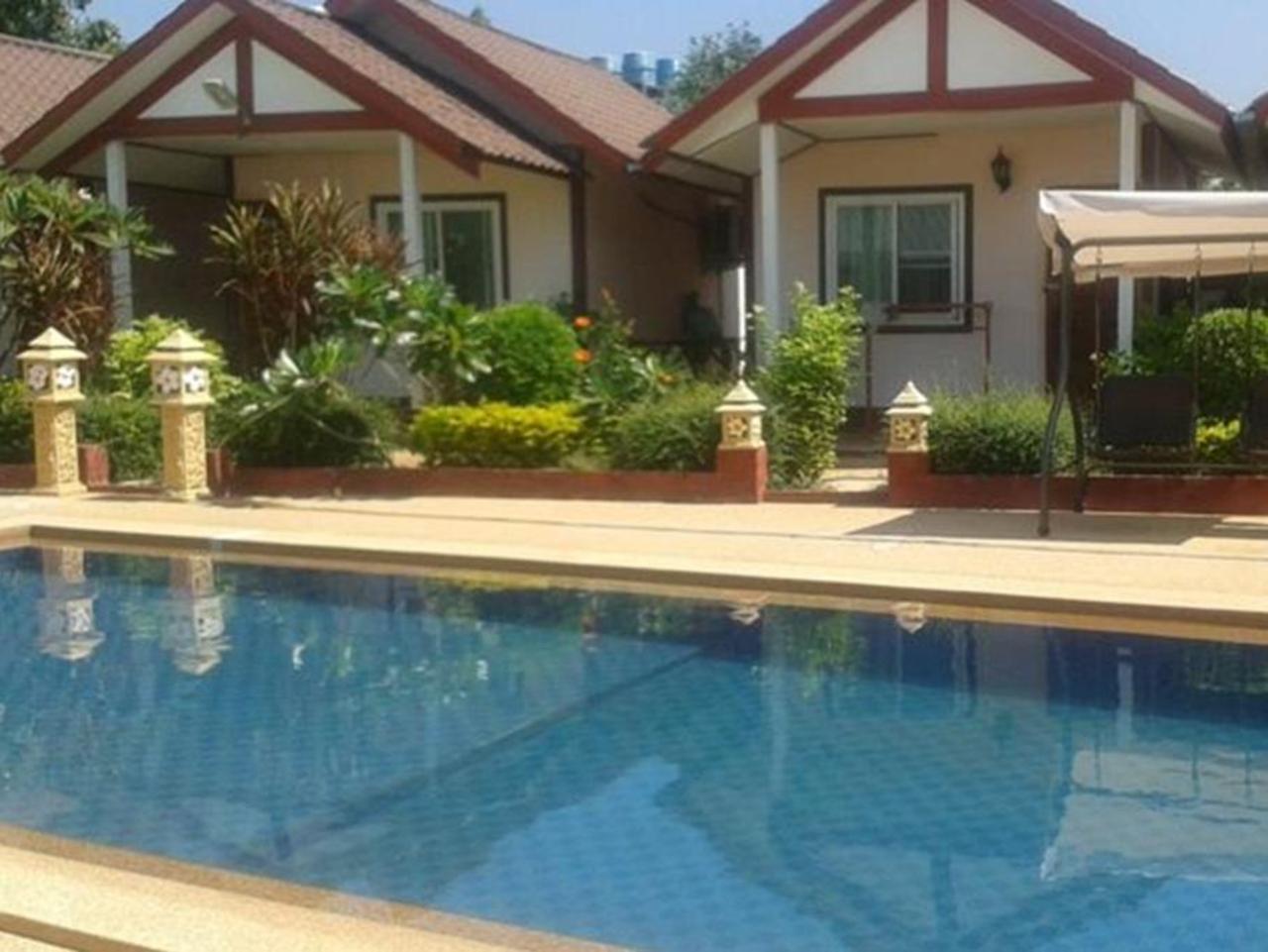 มณีรัตน์ รีสอร์ท (Maneerat Resort)
