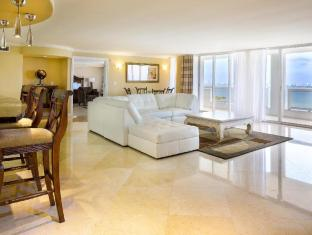 room of Doubletree Grand Hotel Biscayne Bay