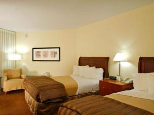 Paramount Plaza Hotel and Suites Gainesville (FL) - Guest Room