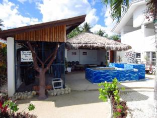 Ocean Bay Beach Resort Dalaguete - Dive Shop