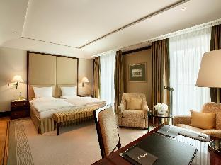 Hotel Adlon Kempinski guestroom junior suite