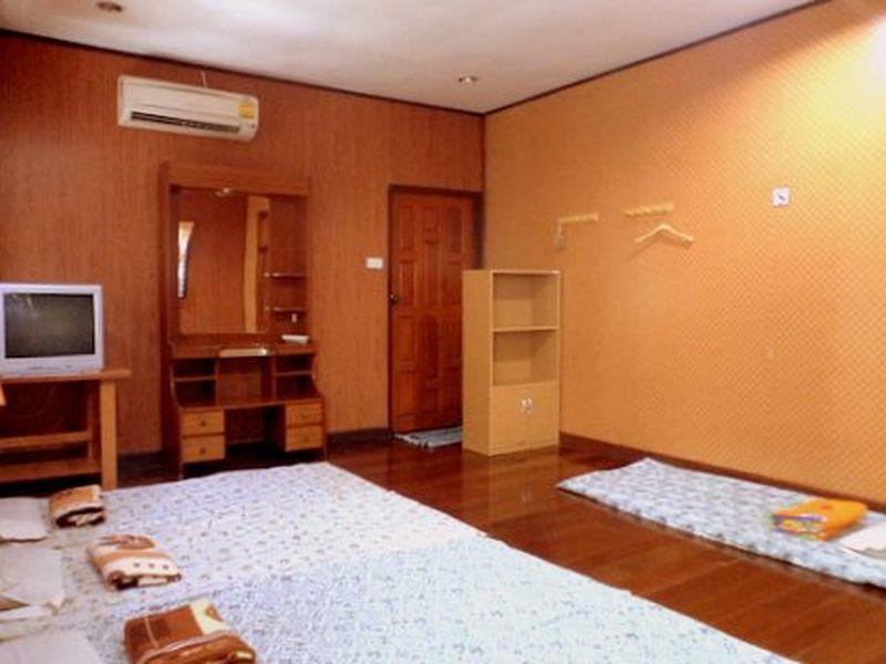安帕瓦NR家庭旅馆,เอ็นอาร์ โฮมสเตย์ อัมพวา
