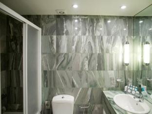 Hera Hotel Athens - Bathroom