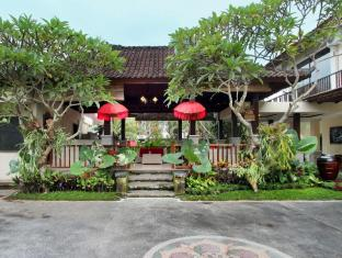 Putri Ayu Cottages Bali - Intrare