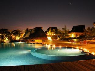 Eskaya Beach Resort and Spa Bohol - Piscina