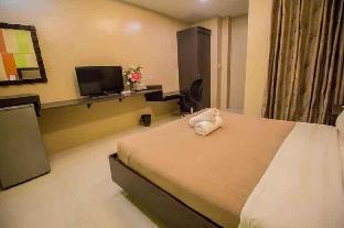 Standard Queen Room 04