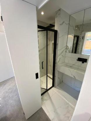 Modern 2 Bed, 2 Bath Flat with Free Parking (1)
