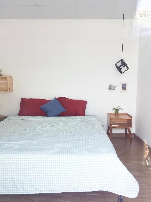 quite nice  Room 700m to the beach in La la house
