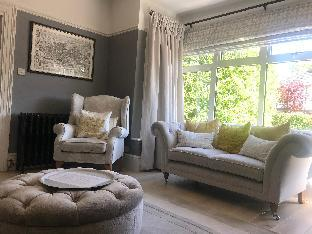 Stunning 5 Bed Edwardian house 25 mins from London