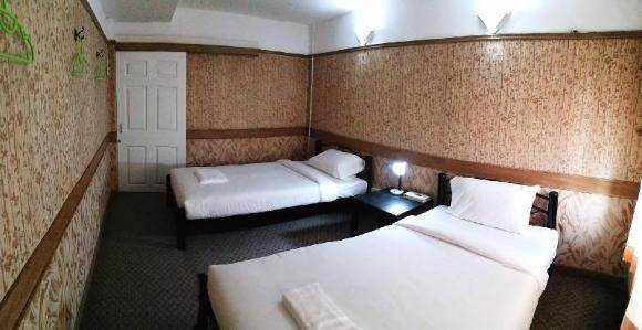 Twin Bed Shared Bathroom เตียงคู่ ห้องน้ำรวม