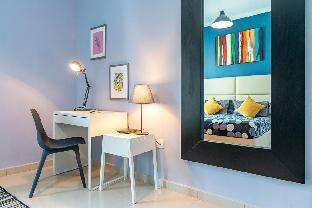 2 Bed (King) & 2 Balconies: Marina & Ocean Views - image 4