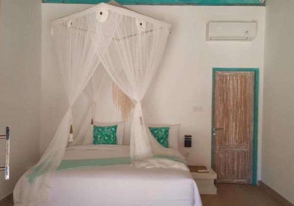 Best four star beach front bungalow at Lembongan Bali
