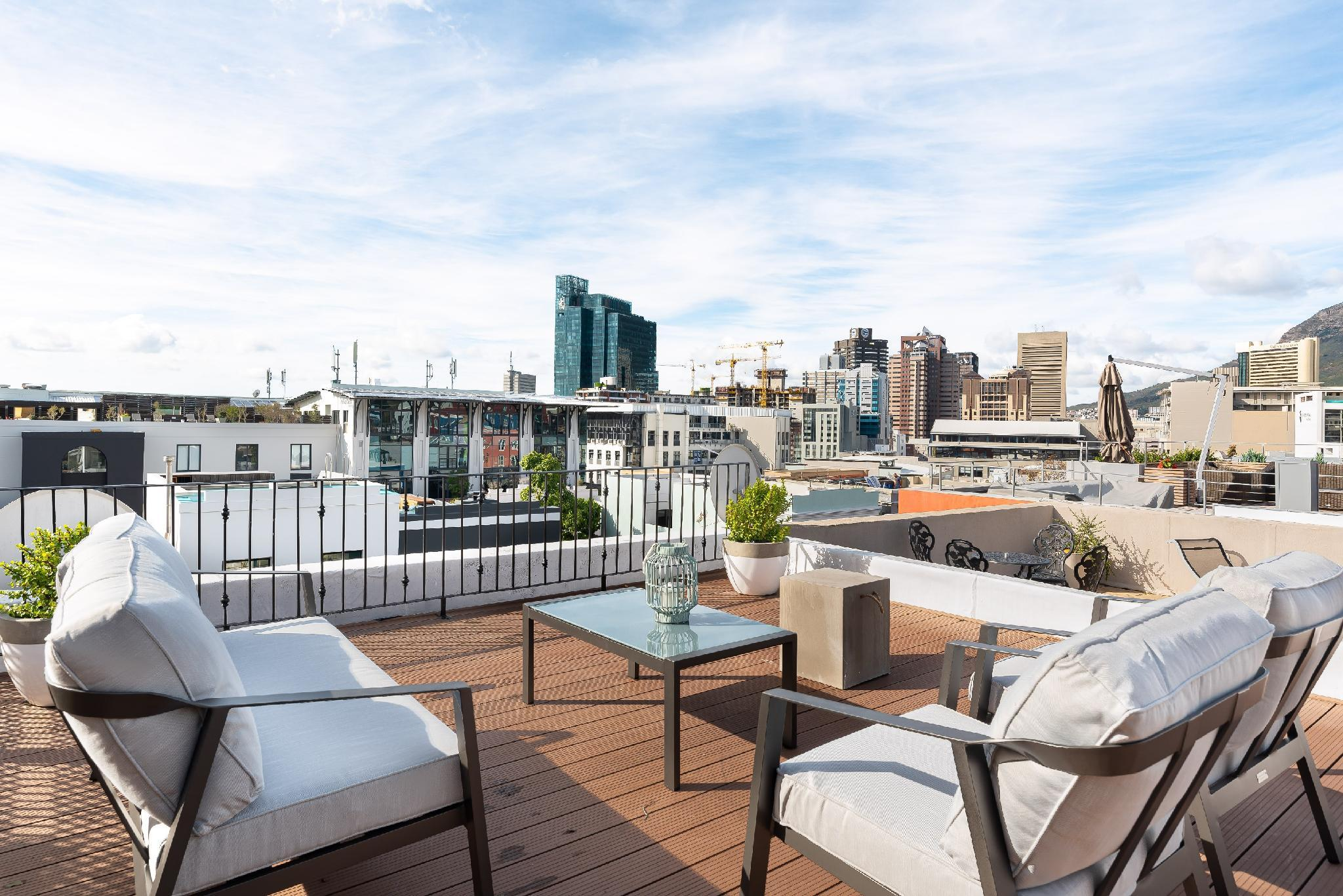 Modern 3 BR With Amazing Views From Rooftop Deck