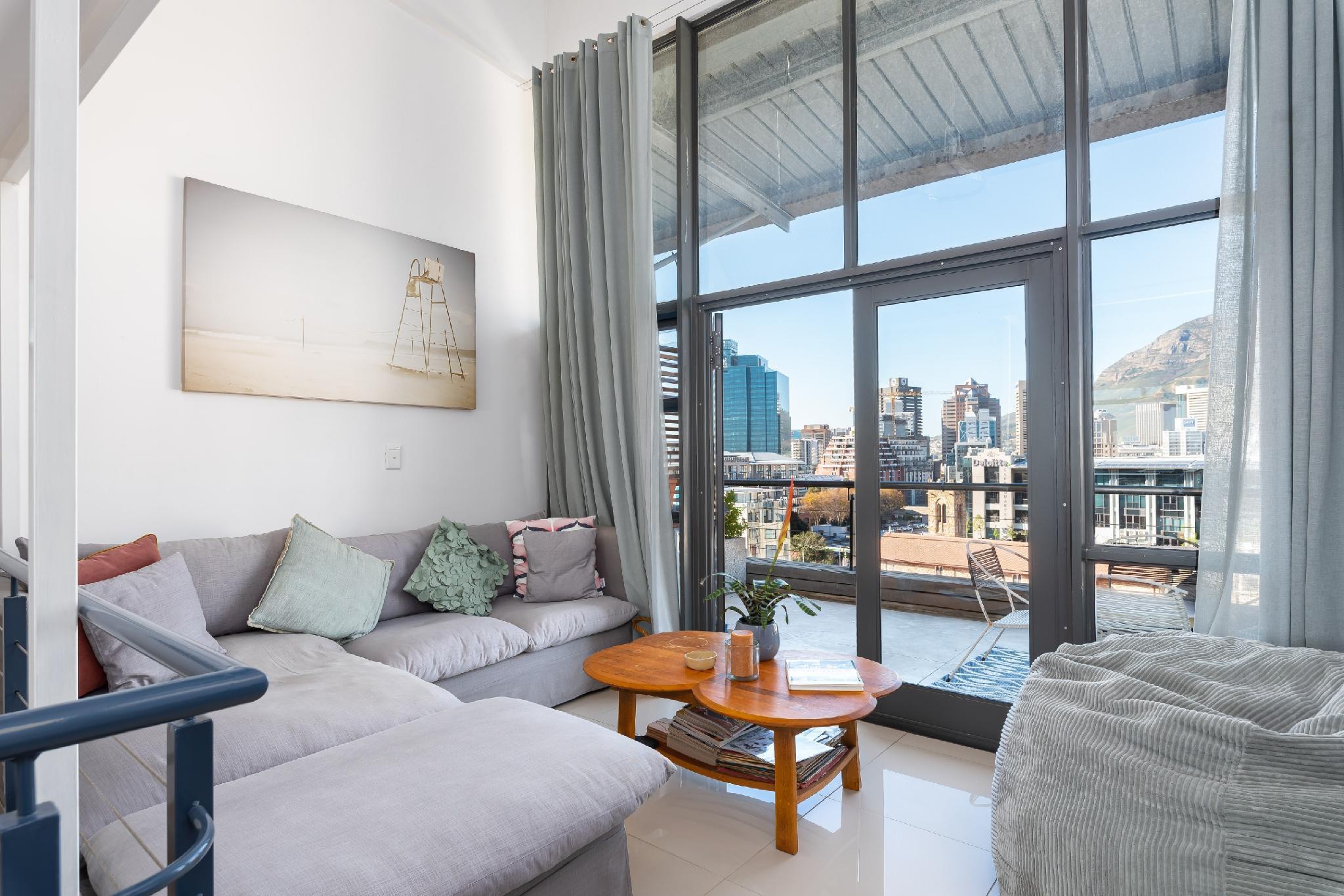 Stylish 2 Bedroom Mountain View Loft Apartment