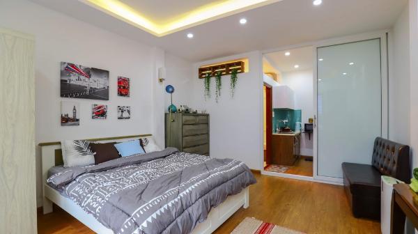 1 bedroom WEST LAKE APARTMENT w balcony & kitchen Hanoi