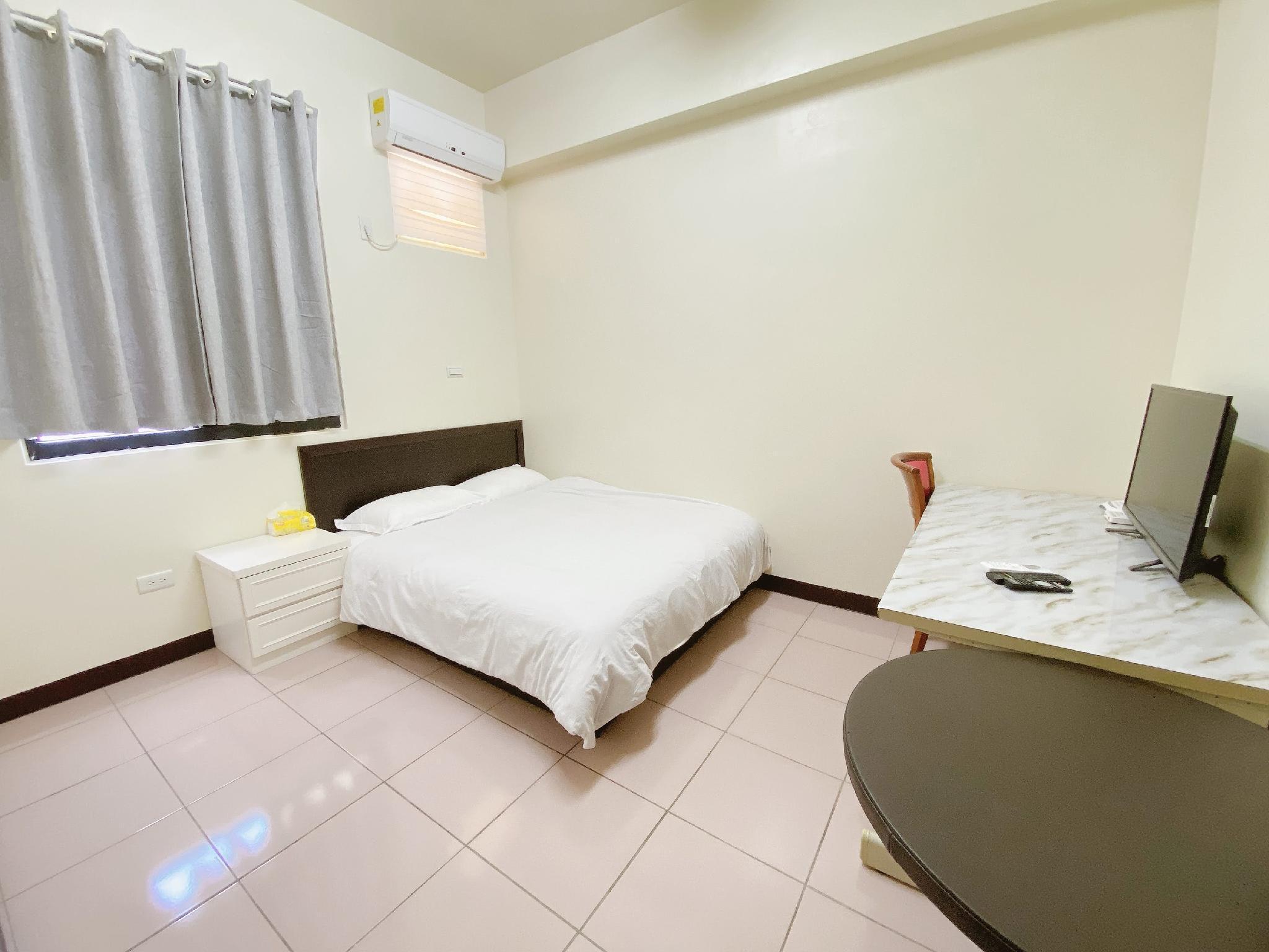 505  Standard Suite Near Zhongyuan Night Market