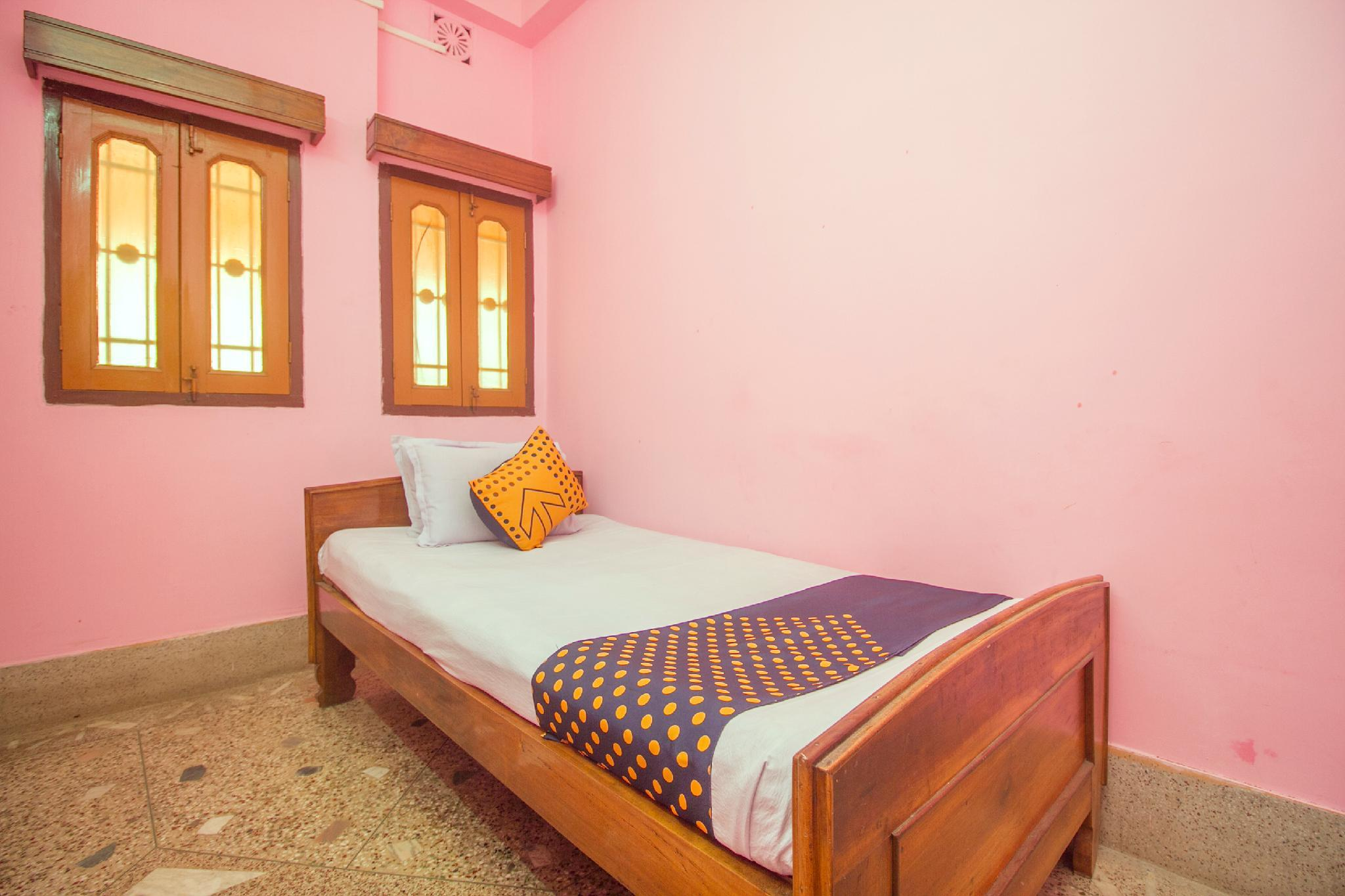 SPOT ON 61322 Ganga Hotel