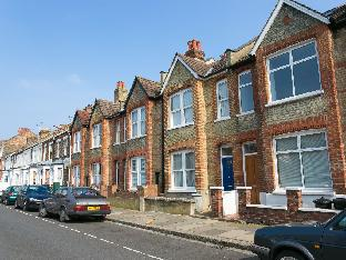 Veeve  Great Family Home On Stronsa Road Shepherds Bush