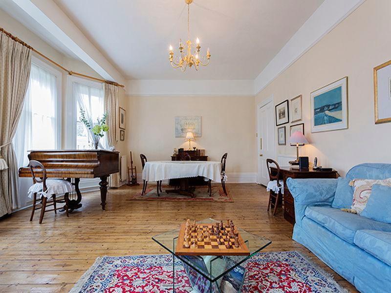 Veeve  Beautiful 2 Bed Victorian Apartment Sleeps 5 Warwick Road