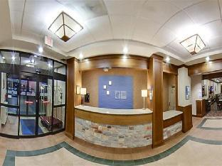 Фото отеля Holiday Inn Express Hotel & Suites Coralville